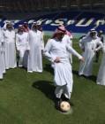 شاهد بالصور.. وزير التعليم يفتتح ملعب جامعة الملك سعود لكرة القدم