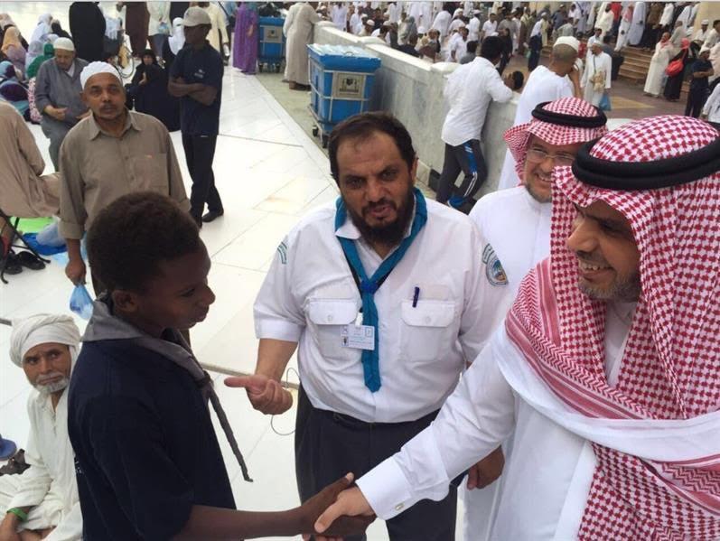 وزير التعليم يوزع وجبات الإفطار في الحرم المكي1