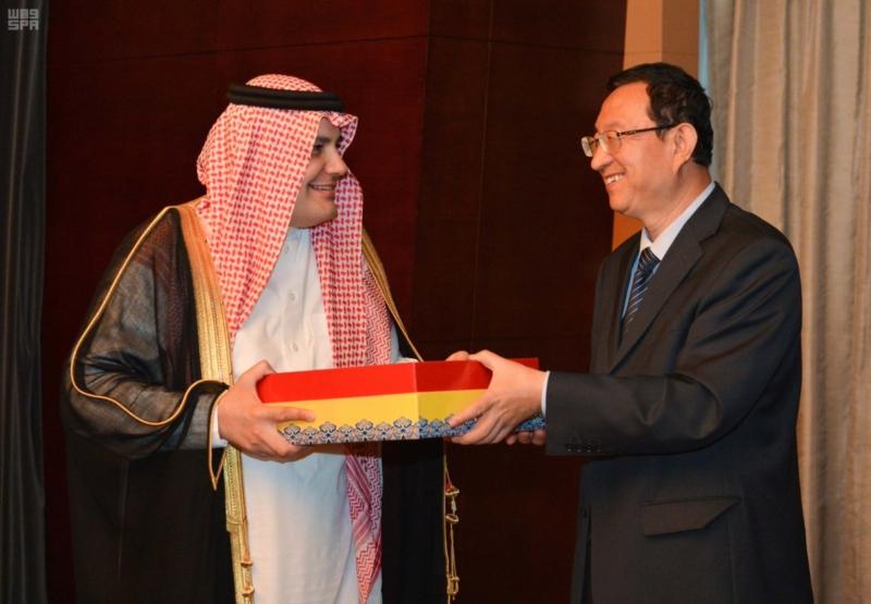 وزير الثقافة والإعلام يبحث مع وزير الثقافة الصيني ببكين وضع استراتيجية تدعم الصناعات الثقافية والإبداعية