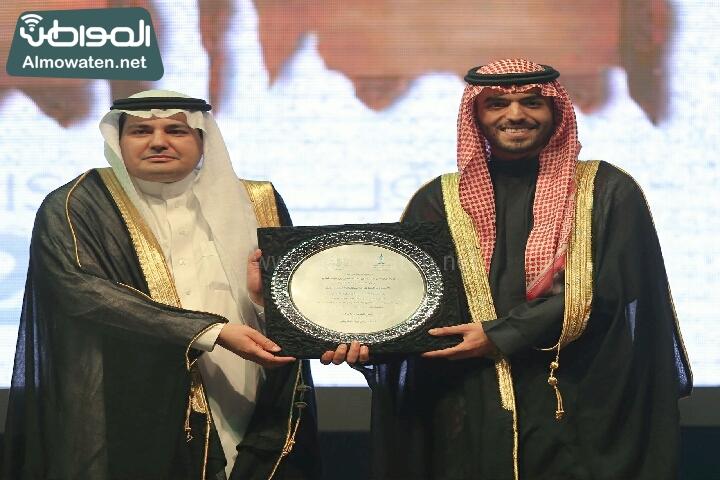 وزير الثقافة والاعلام يرعى حفل الادباء السعوديين (138791222)  