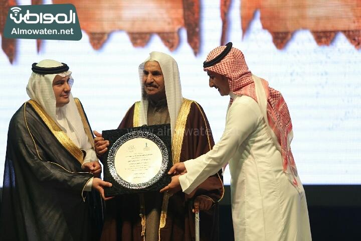 وزير الثقافة والاعلام يرعى حفل الادباء السعوديين (138791223)  