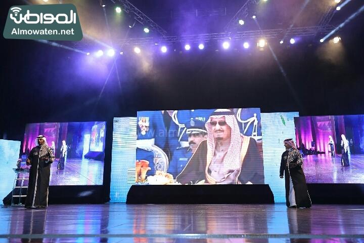 وزير الثقافة والاعلام يرعى حفل الادباء السعوديين (138791224)  
