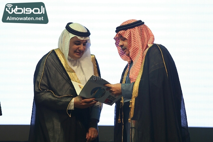 وزير الثقافة والاعلام يرعى حفل الادباء السعوديين (138791225)  