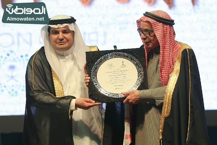 وزير الثقافة والاعلام يرعى حفل الادباء السعوديين (138791229)  