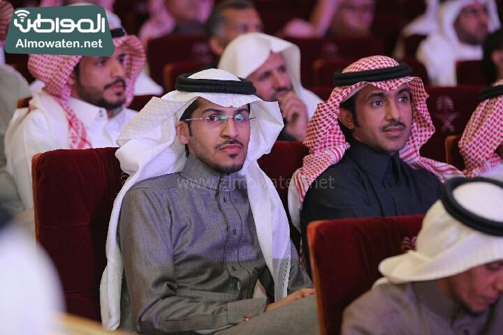 وزير الثقافة والاعلام يرعى حفل الادباء السعوديين (138791239)  