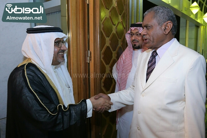 وزير الثقافة والاعلام يرعى حفل الادباء السعوديين (138791249)  