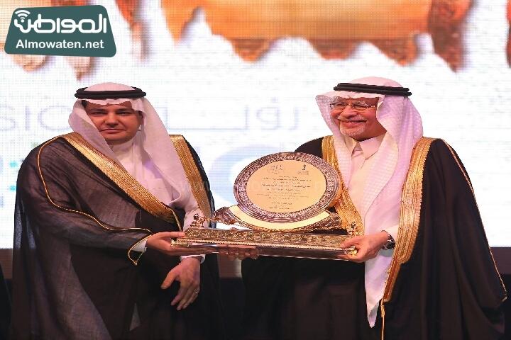 وزير الثقافة والاعلام يرعى حفل الادباء السعوديين (138791254)  