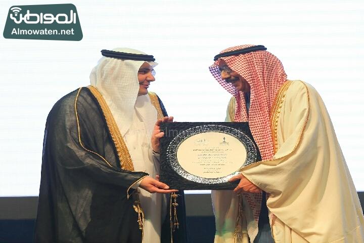 وزير الثقافة والاعلام يرعى حفل الادباء السعوديين (138791259)  