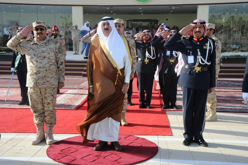 وزير الحرس الوطني يرعى تخرج الدفعة الـ27 من الضباط الجامعيين (1)