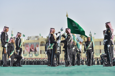 وزير الحرس الوطني يرعى تخرج الدفعة الـ27 من الضباط الجامعيين (31195650) 