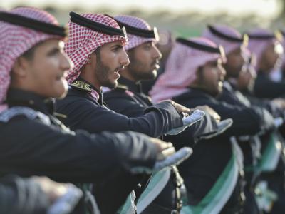 وزير الحرس الوطني يرعى تخرج الدفعة الـ27 من الضباط الجامعيين (31195651) 