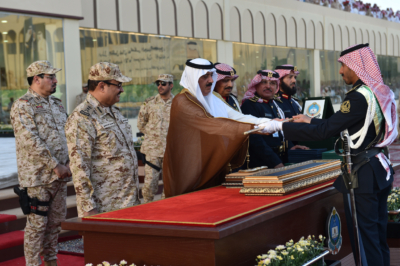 وزير الحرس الوطني يرعى تخرج الدفعة الـ27 من الضباط الجامعيين (31195654) 