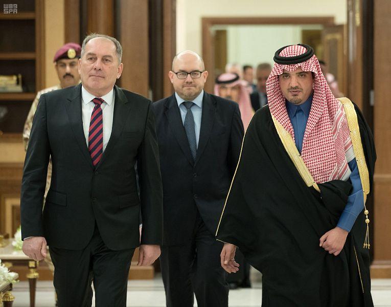 وزير الداخلية يبحث تعزيز العمل المشترك مع وزير الأمن البوسني