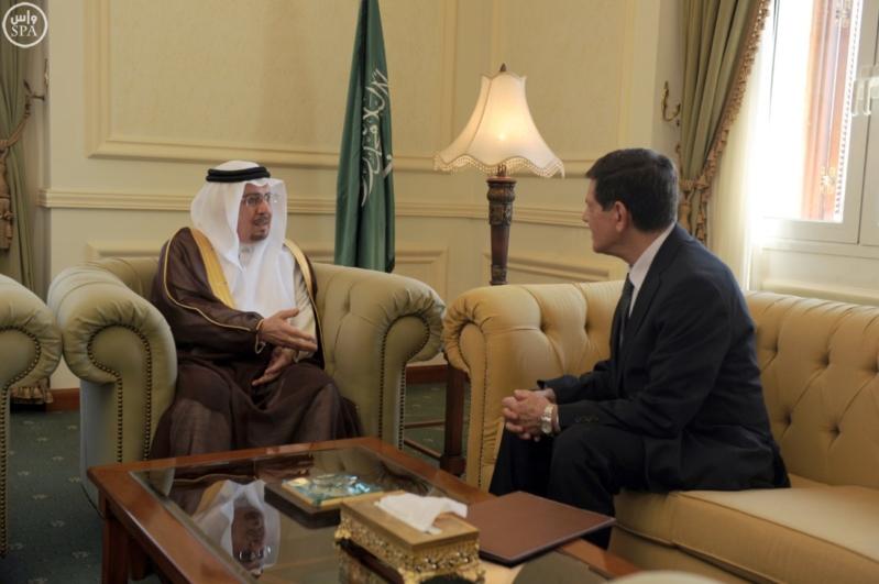 وزير الدولة للشؤون الخارجية يتسلم عدد من اوراق الاعتماد
