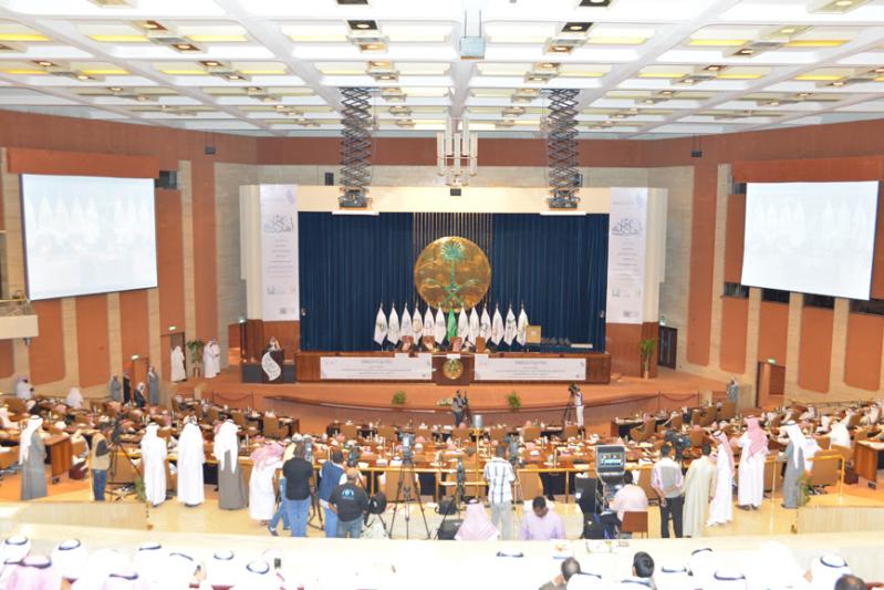 وزير الشؤون الاجتماعية يكرم 15 فائزاً 1