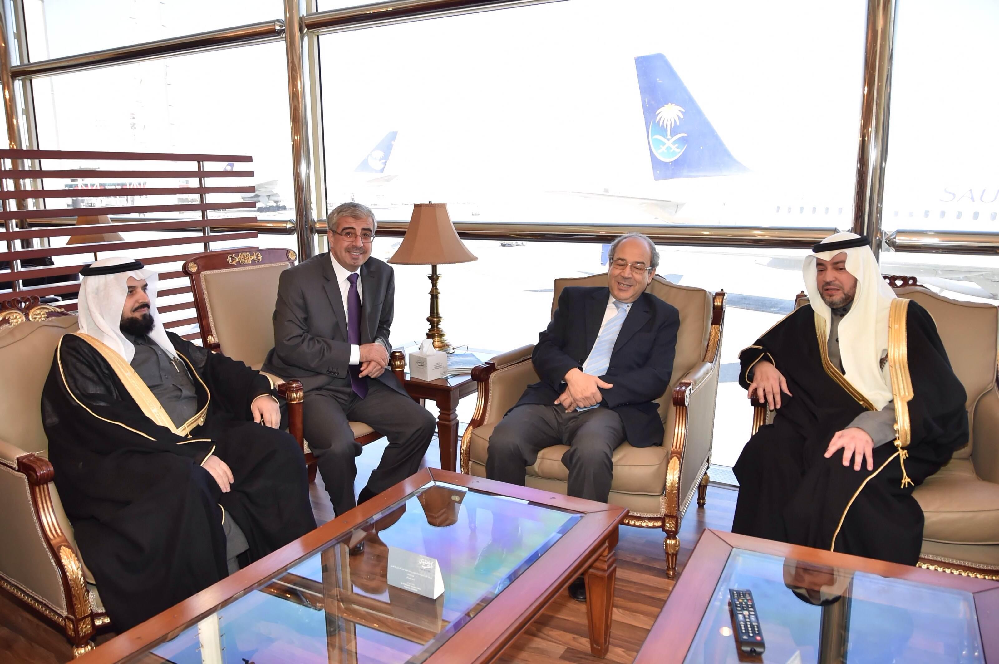 وزير الشؤون الدينية بالجمهورية التونسية يصل الرياض (1)
