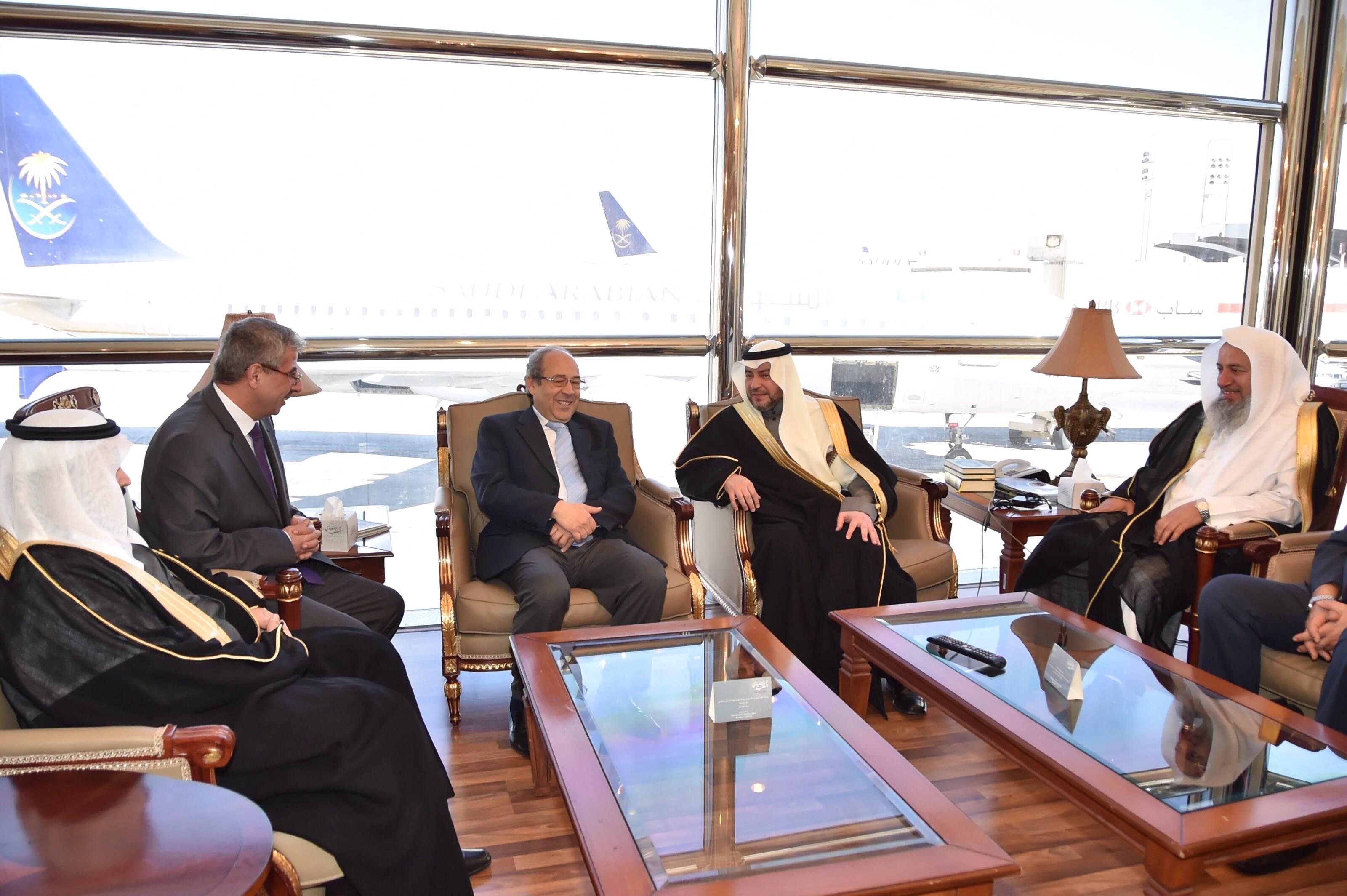 وزير الشؤون الدينية بالجمهورية التونسية يصل الرياض (2)