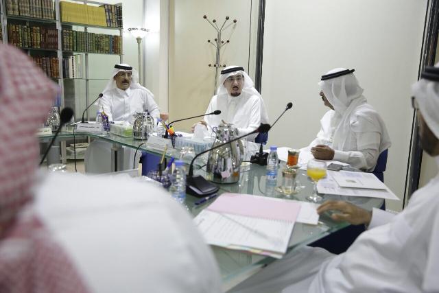 وزير العمل والتنمية الاجتماعية خلال ترؤسه اجتماع مجلس إدارة تراحم