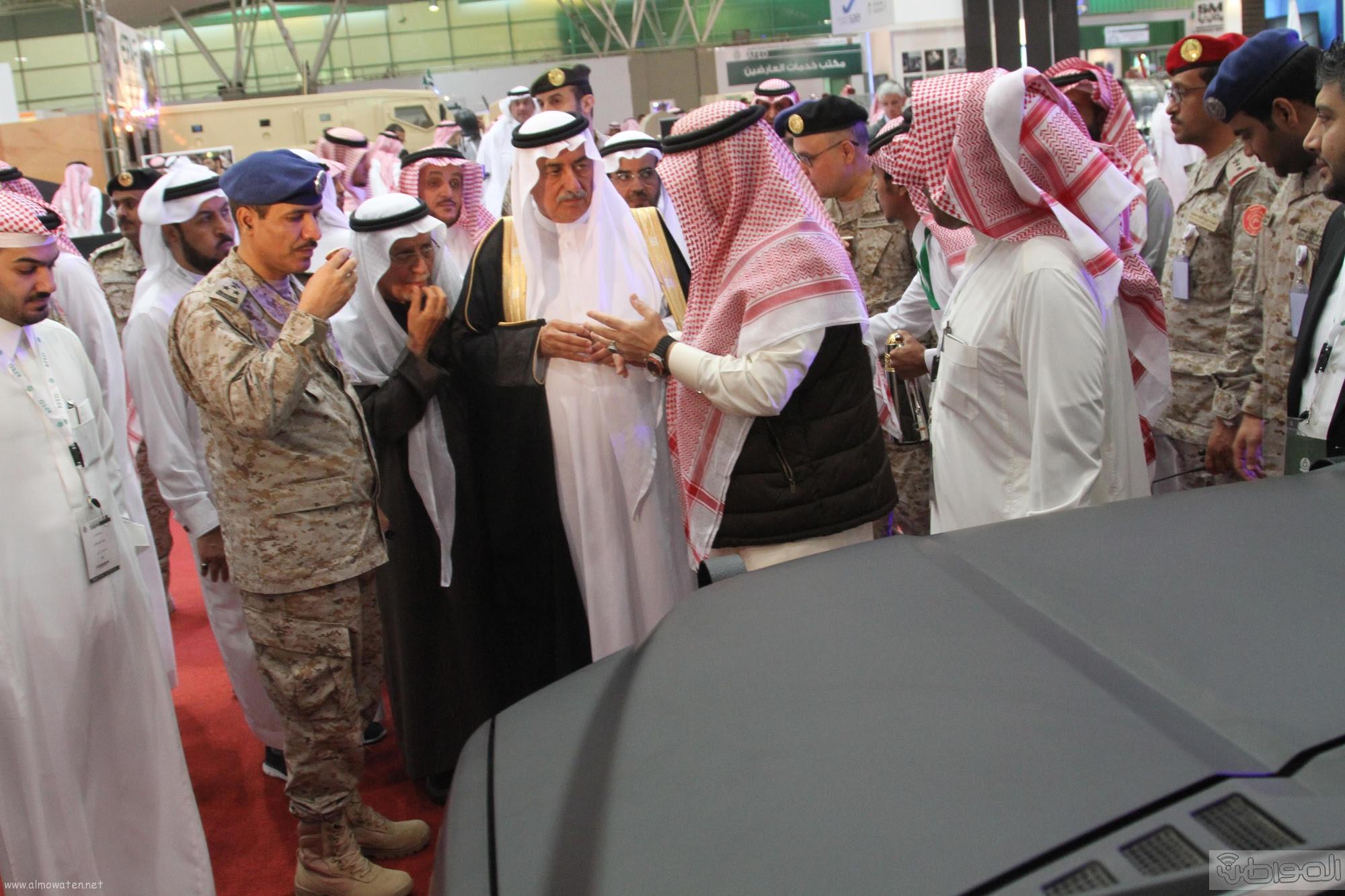وزير المالية يتجول بمعرض القوات المسحة (3)