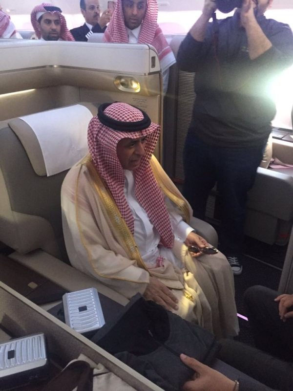 وزير النقل يتفقد طائرة بوينج B777-300 1