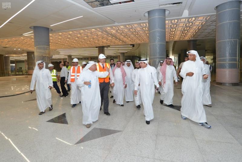 وزير النقل يتفقد مشروع مطار الملك عبدالعزيز الدولي الجديد1