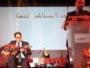وزير تونسي يعزف على العود