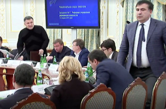ملاسنة حادة بين وزير داخلية أوكرانيا ومحافظ أوديسا بحضور الرئيس - المواطن