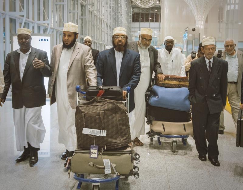 وصول ضيوف الملك سلمان من علماء الدول الإسلامية لأداء العمره (2)