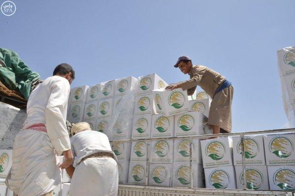 وصول 14 ألف سلة غذائية من الملك سلمان للإغاثة إلى تعز (2)