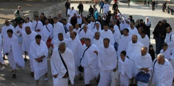 وصول 250 مسلمًا ومسلمة لأداء العمرة على نفقة #خادم_الحرمين