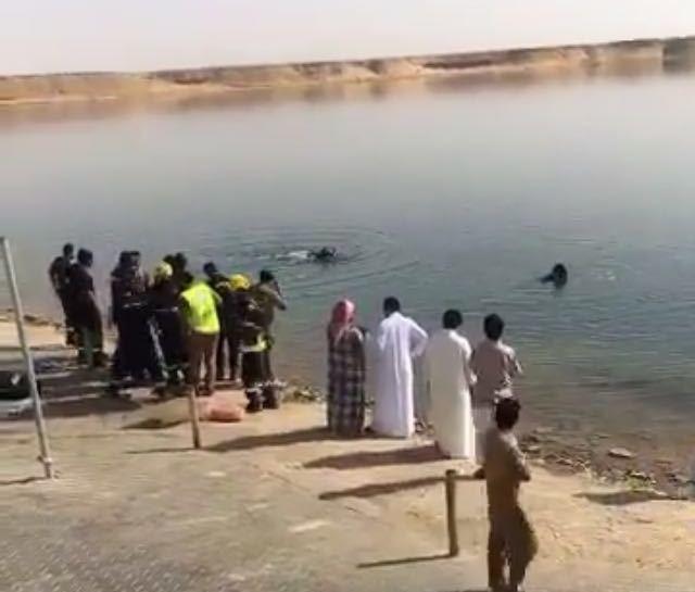 وفاة شابين غرقا في بحيرة دومة الجندل بالجوف  (1)