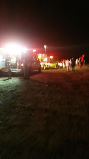 وفاة وإصابة 3 آخرين إثر سقوط مركبة بعارضة2