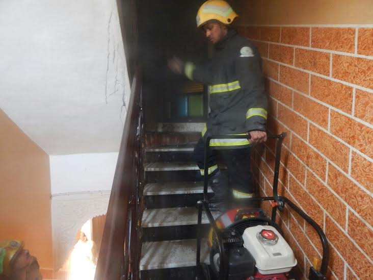 وفاة وإصابة 7 أشخاص بحريق منزل بأحد المسارحة