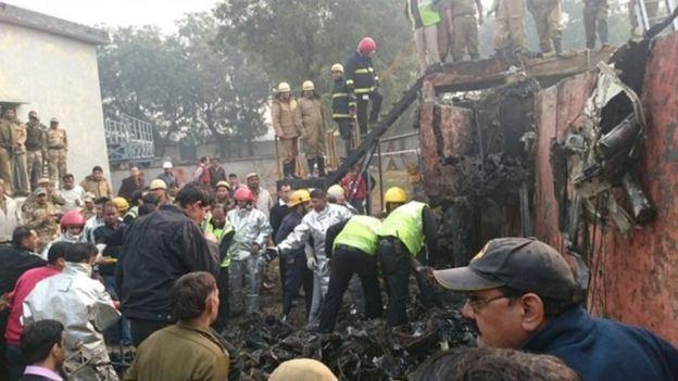 وفاة 10 أشخاص في تحطم طائرة اصطدمت بحائط في #الهند (2)