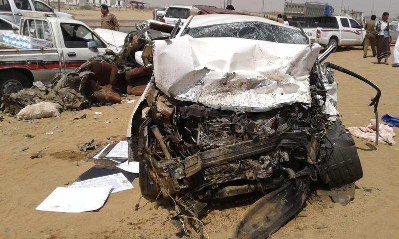 وفاتين و4 إصابات حرجة في حادت تصادم بجازان (11)