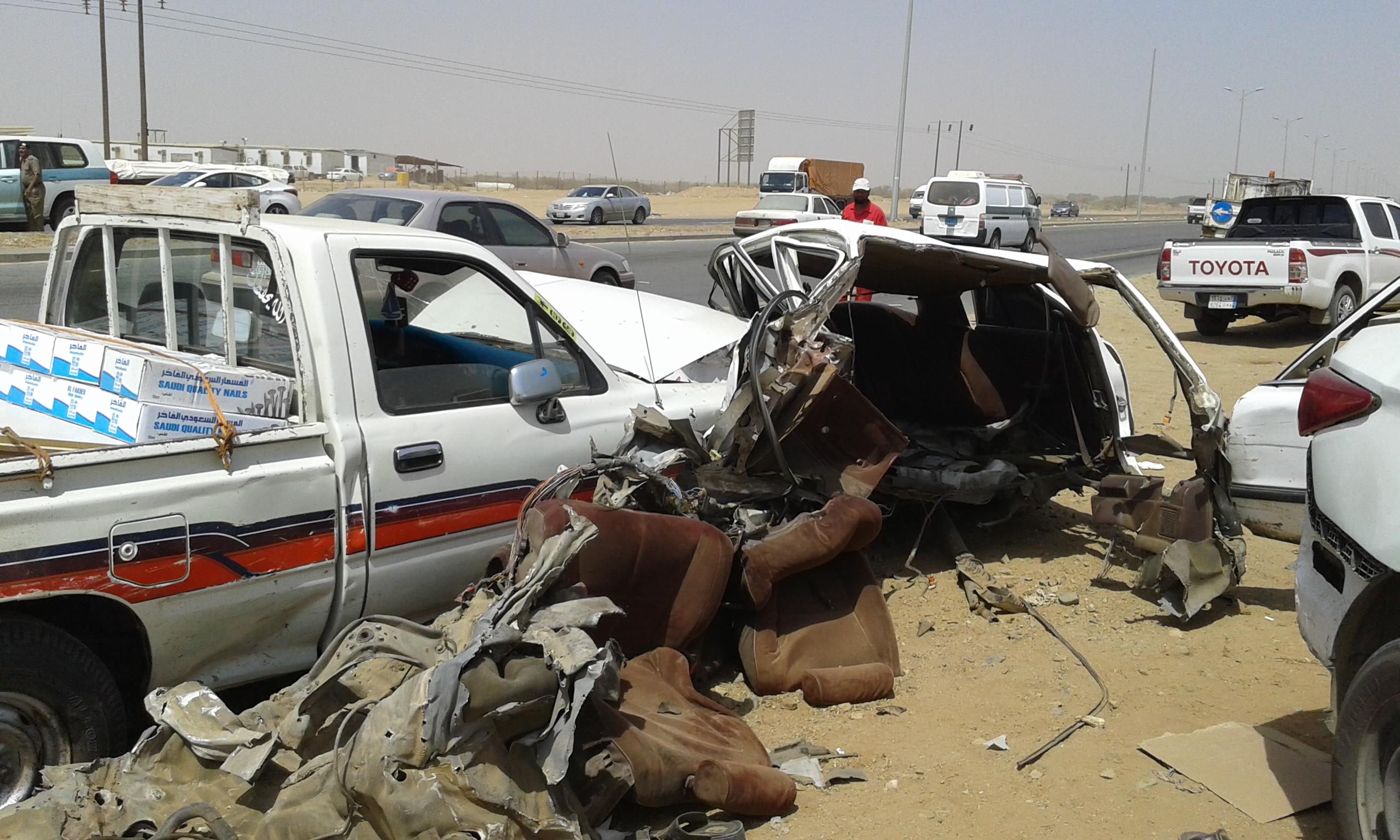 وفاتين و4 إصابات حرجة في حادت تصادم بجازان (5)