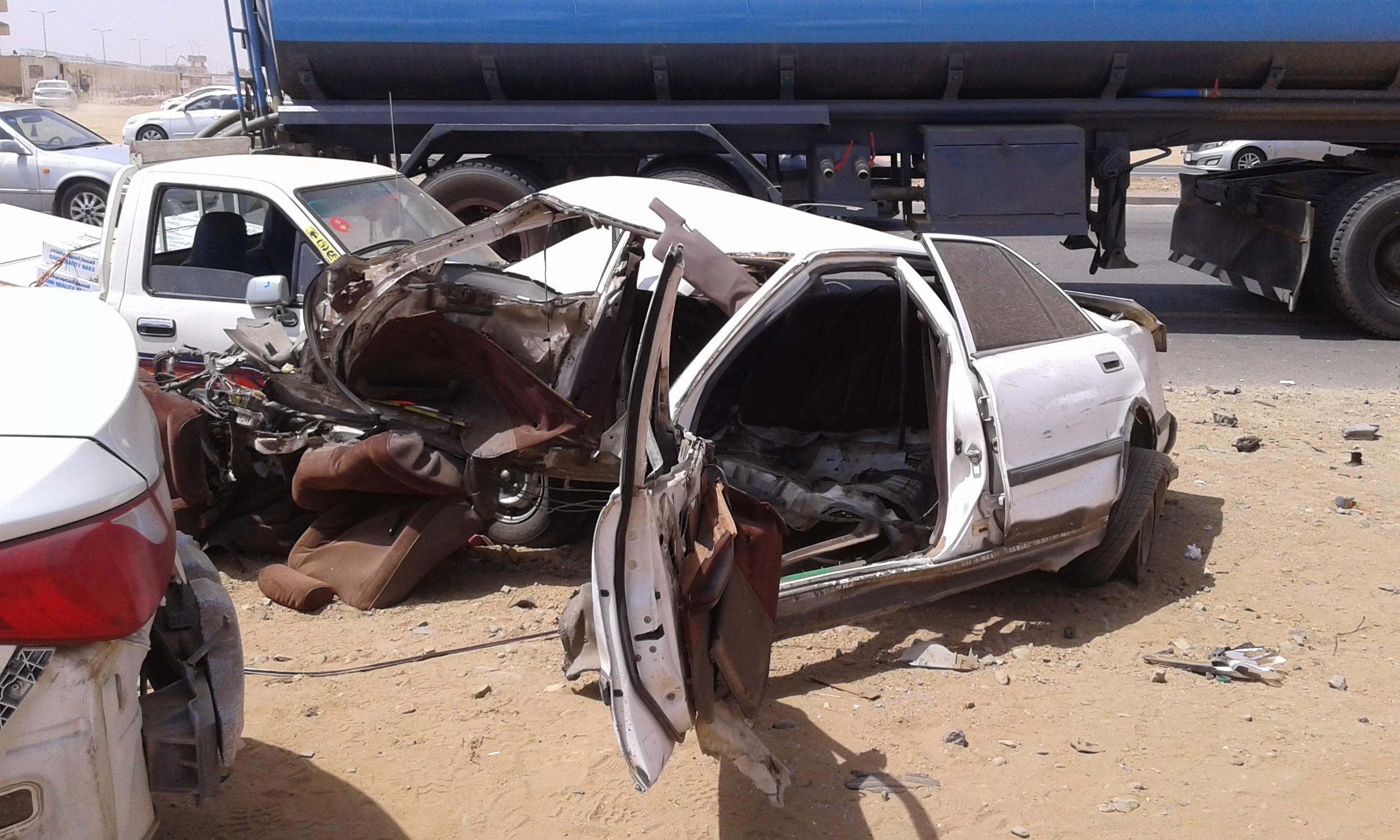 وفاتين و4 إصابات حرجة في حادت تصادم بجازان (7)