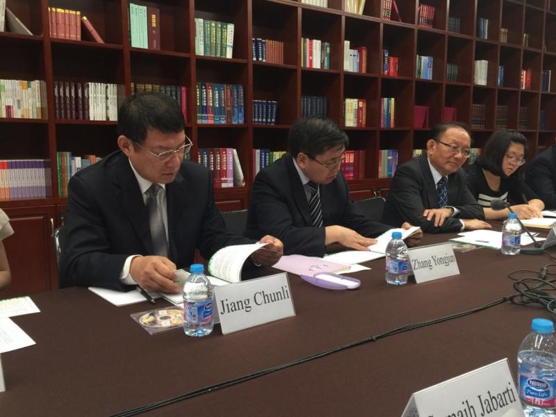 وفد رؤساء التحرير يزور المركز الصينيّ(86314998)  