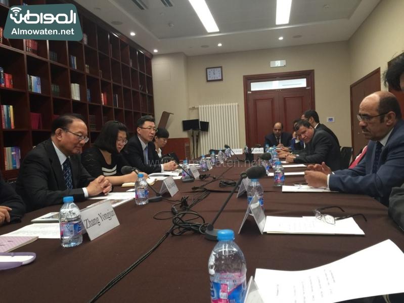وفد رؤساء التحرير  يزور المركز الصينيّ(86315002)  