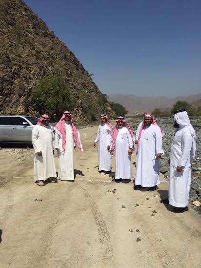 وقف أعضاء المجلس البلدي بمحافظة أضم 2