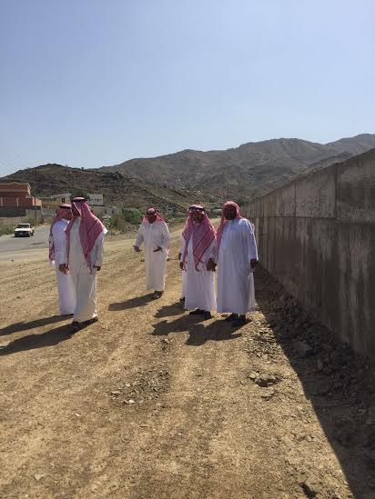وقف أعضاء المجلس البلدي بمحافظة أضم