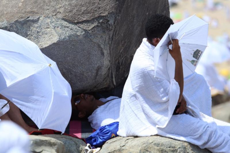وقوف الحجاج في عرفة (85600791) 