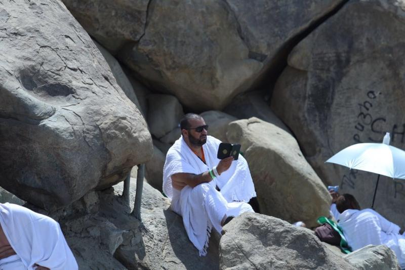 وقوف الحجاج في عرفة (85600792) 