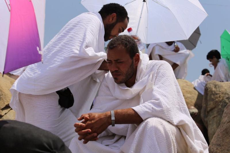 وقوف الحجاج في عرفة (85600795) 