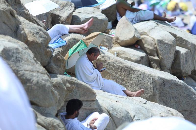 وقوف الحجاج في عرفة (85600809) 