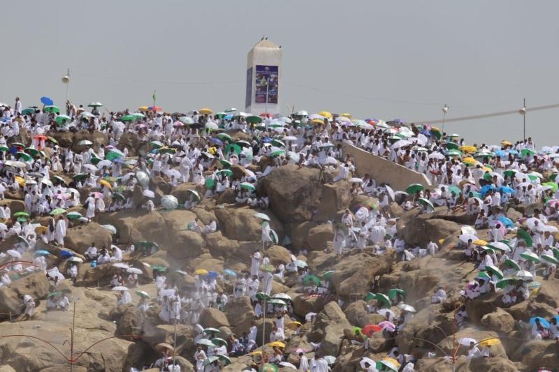 وقوف الحجاج في عرفة (85600822) 