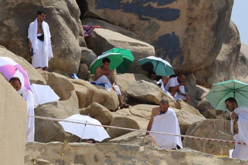 وقوف الحجاج في عرفة (85600826) 