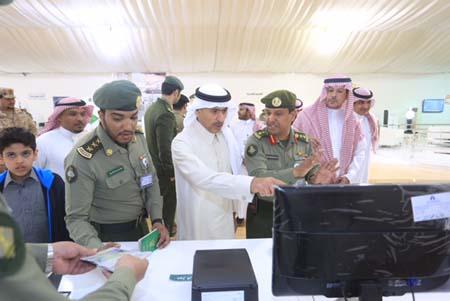 وكيل وزارة الداخلية يتفقد جناح الجوزات بالجنادرية (4)
