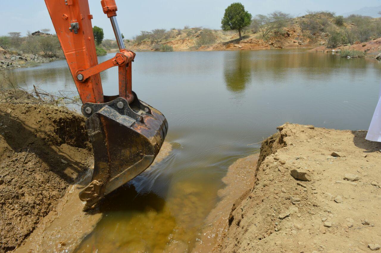 وكيل وزارة الزراعة للتنمية يزور جازان للوقوف على اثار الامطار والسيول (6)