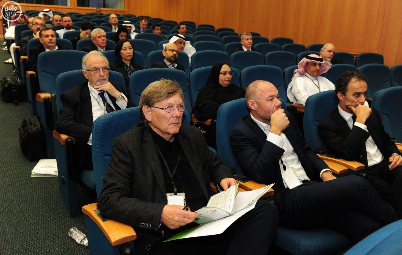 وكيل وزارة الصحة يؤكد أهمية المؤتمر العالمي لأبحاث لقاح كورونا (2)